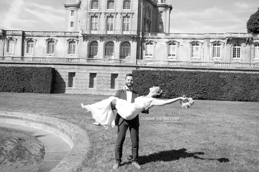 amour - photographe professionnelle save the date - photographe pro de mariages - engagements en plein coeur de Maisons Alfort (94700 Val de Marne 94) et sa région - photographie noir et blanc - photographie robe de mariée - alliances - photographie couple - mariage
