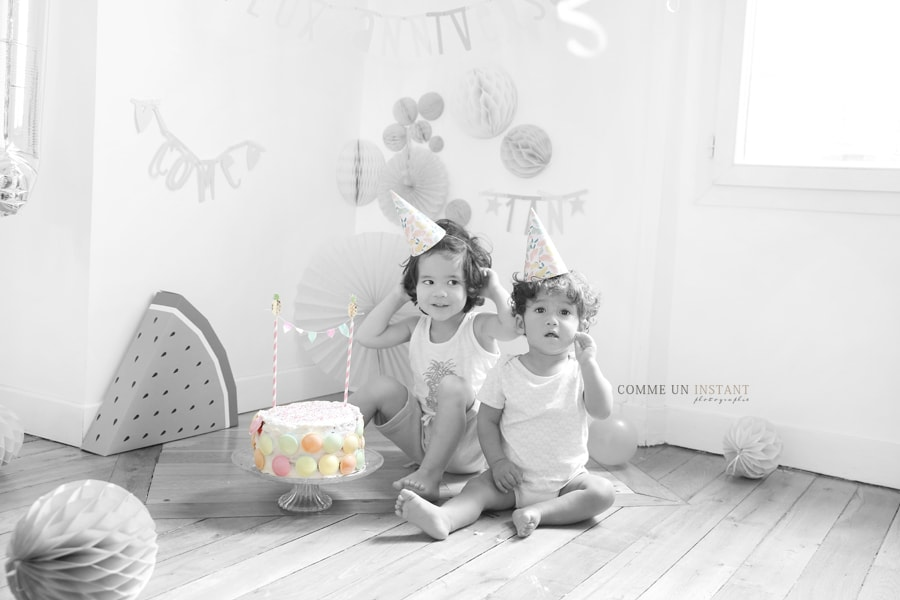 photographe pro bébé, couleur isolée, photographe a domicile gâteau smash the cake, 1er anniversaire bébé, photographe pro 1er anniversaire smash the cake à Paris (75000 Paris 75), photographe smashing the cake, rainbow cake, shooting à domicile anniversaire